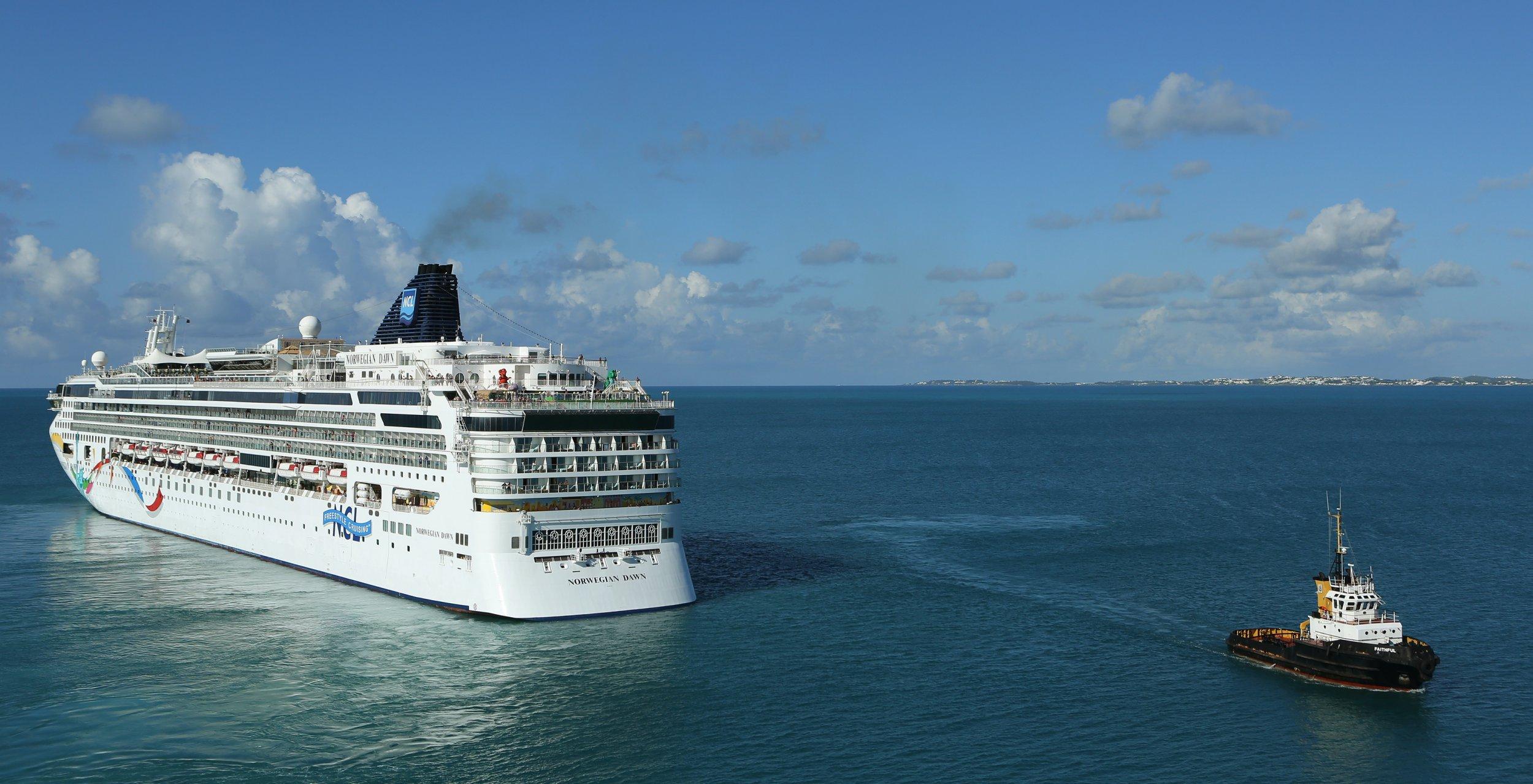Norwegian Cruise Ship Hits Land In Bermuda - Cruise ship bermuda