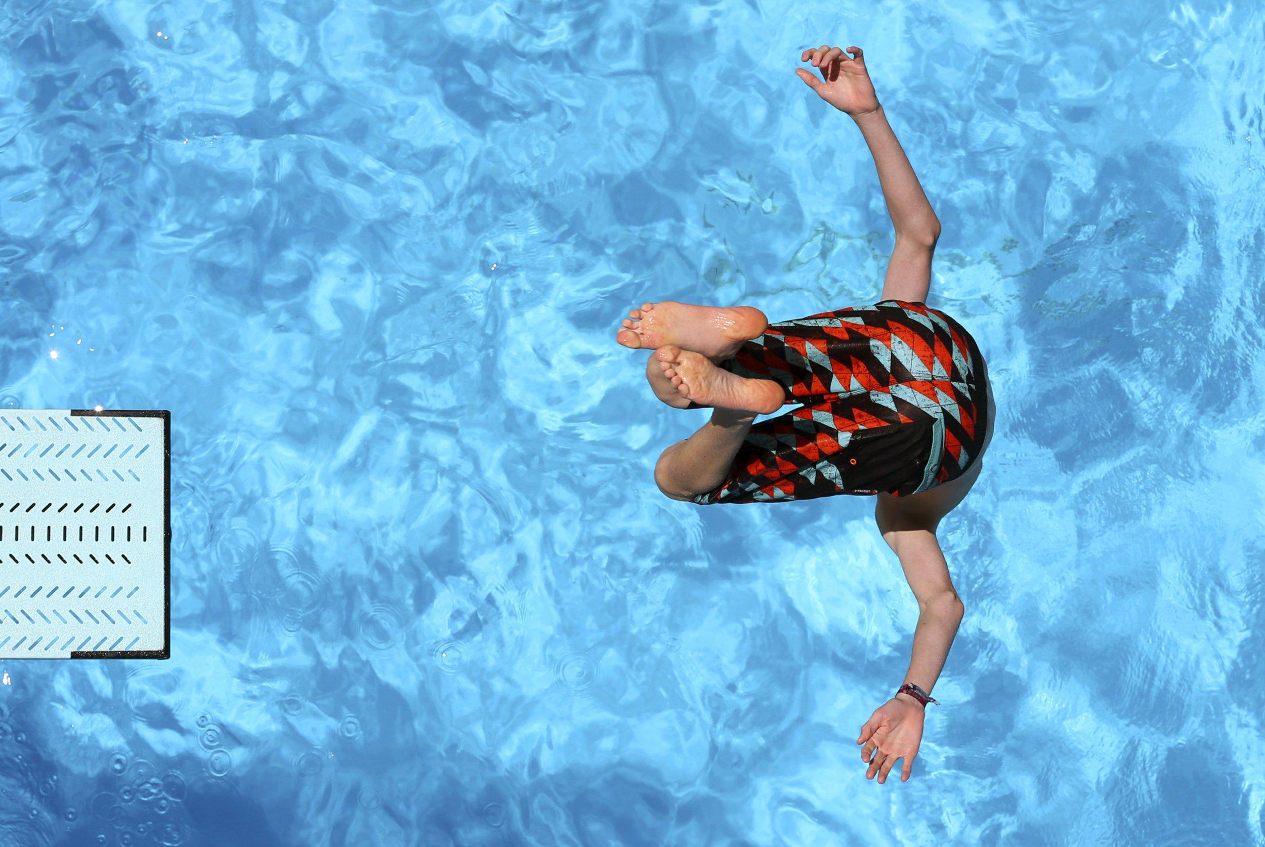 Swimming Pool Injury : E r visits make memorial day memorable in bad way