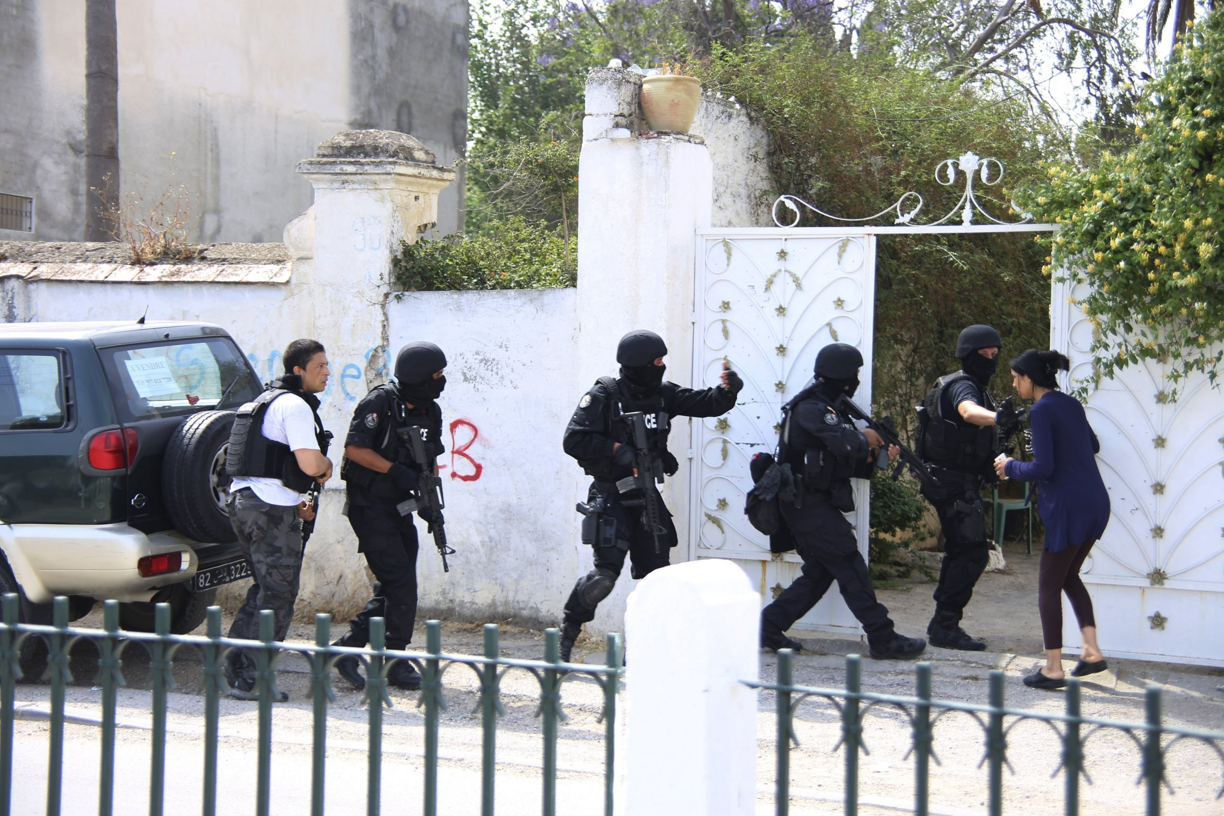 2015-05-25T104210Z_1805862308_GF10000106914_RTRMADP_3_TUNISIA-SECURITY-ARMY