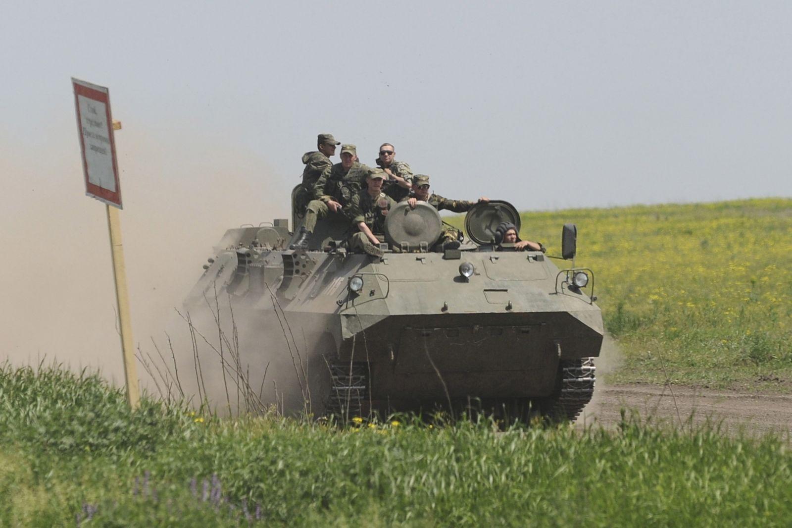 russian-soldiers-enter-ukraine
