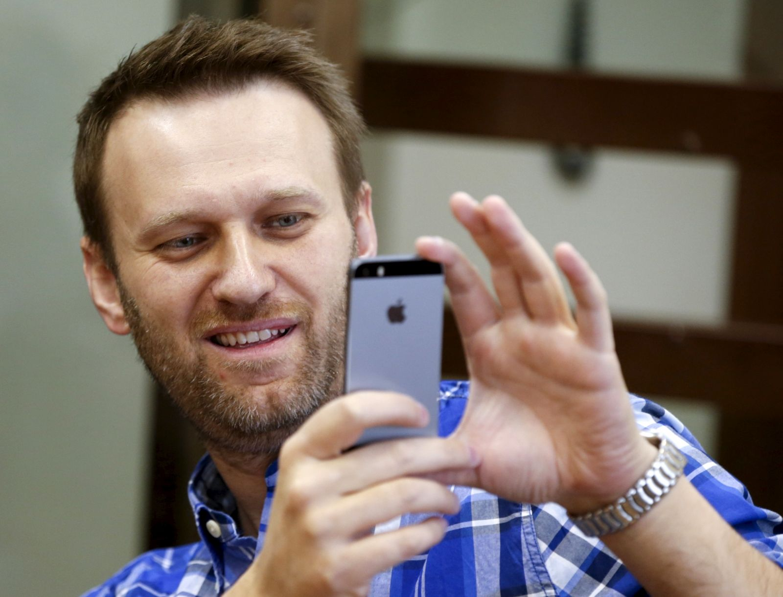 Navalny phones Putin's party