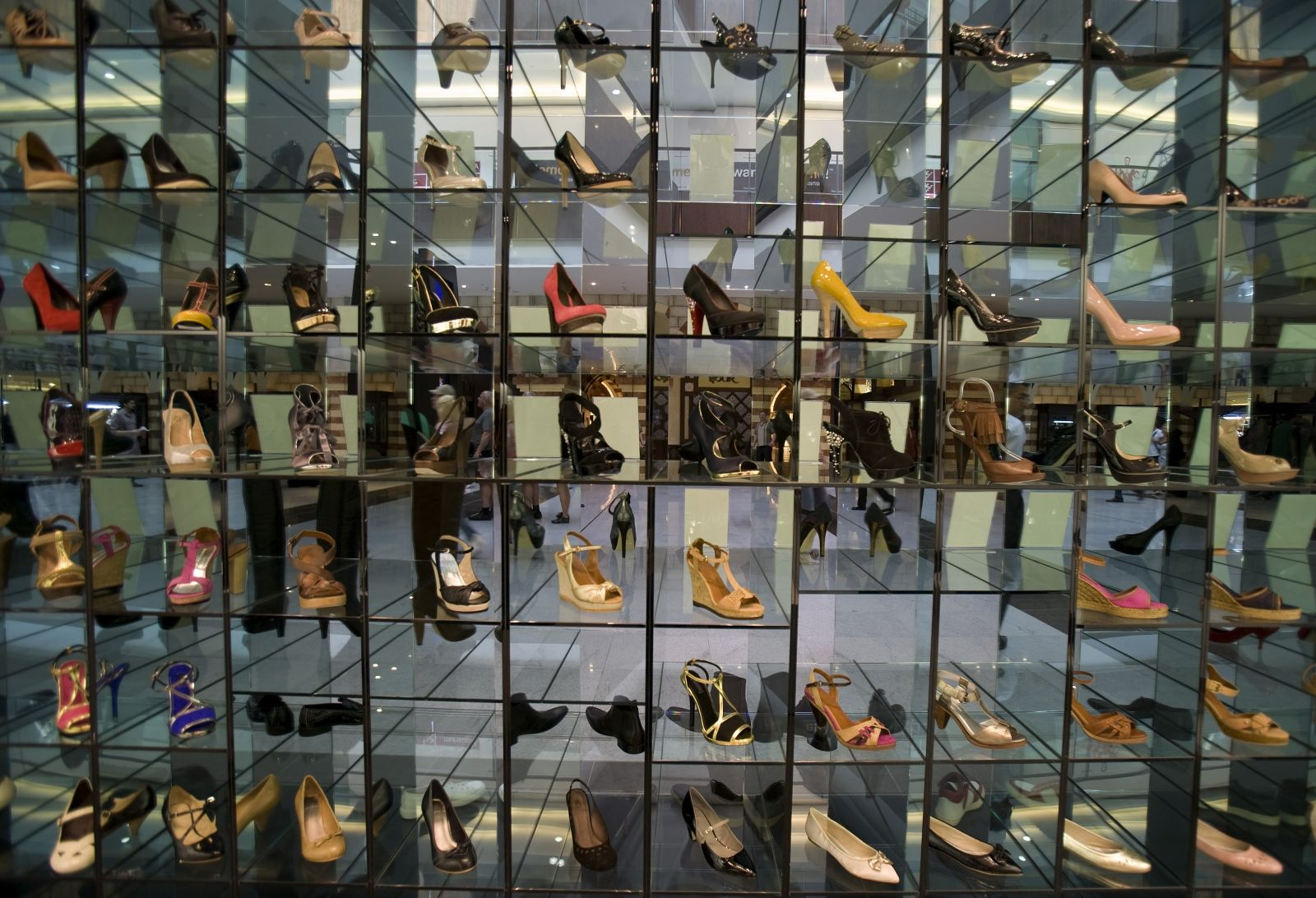 display-shoes-dubai-mall