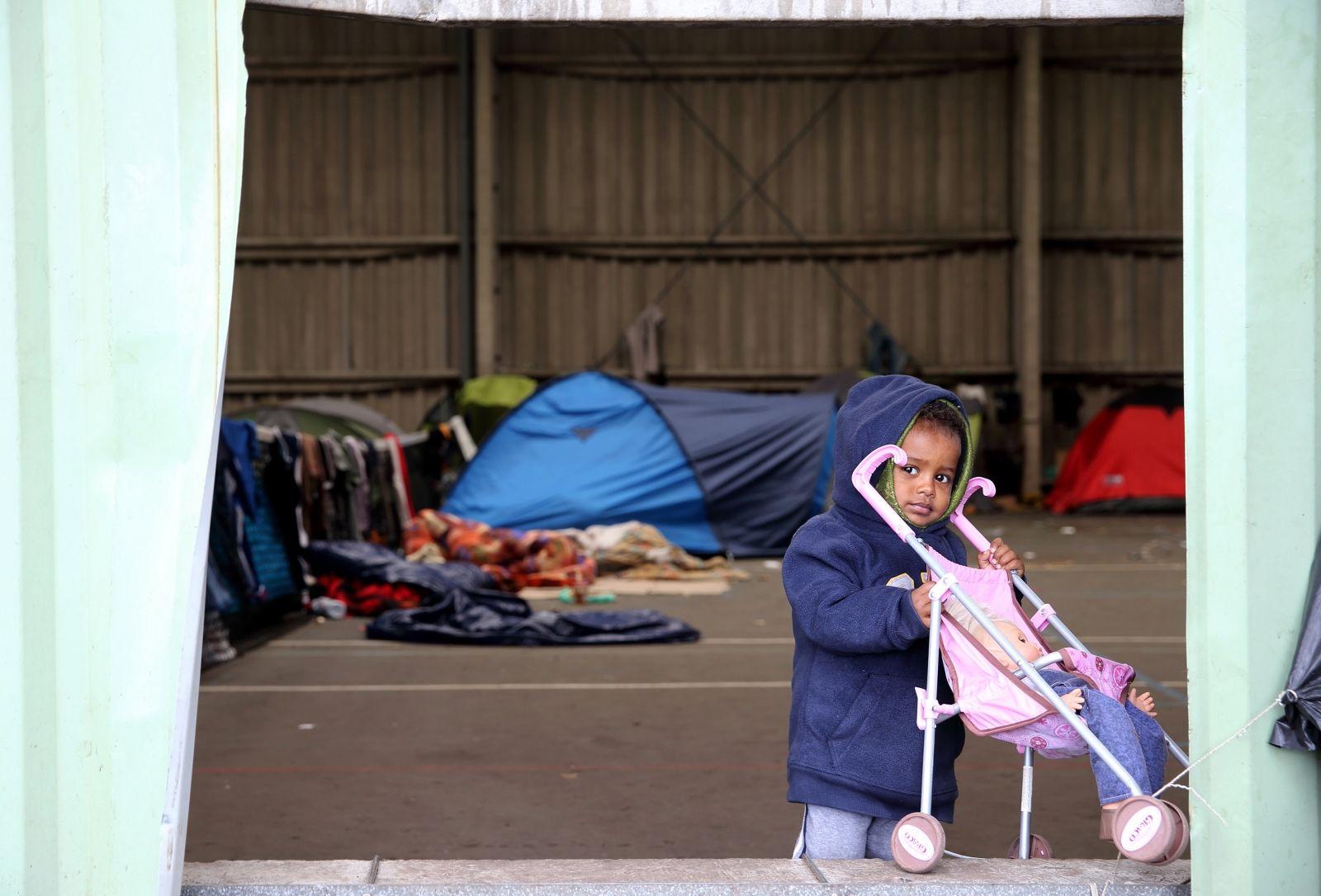Calais migrant child