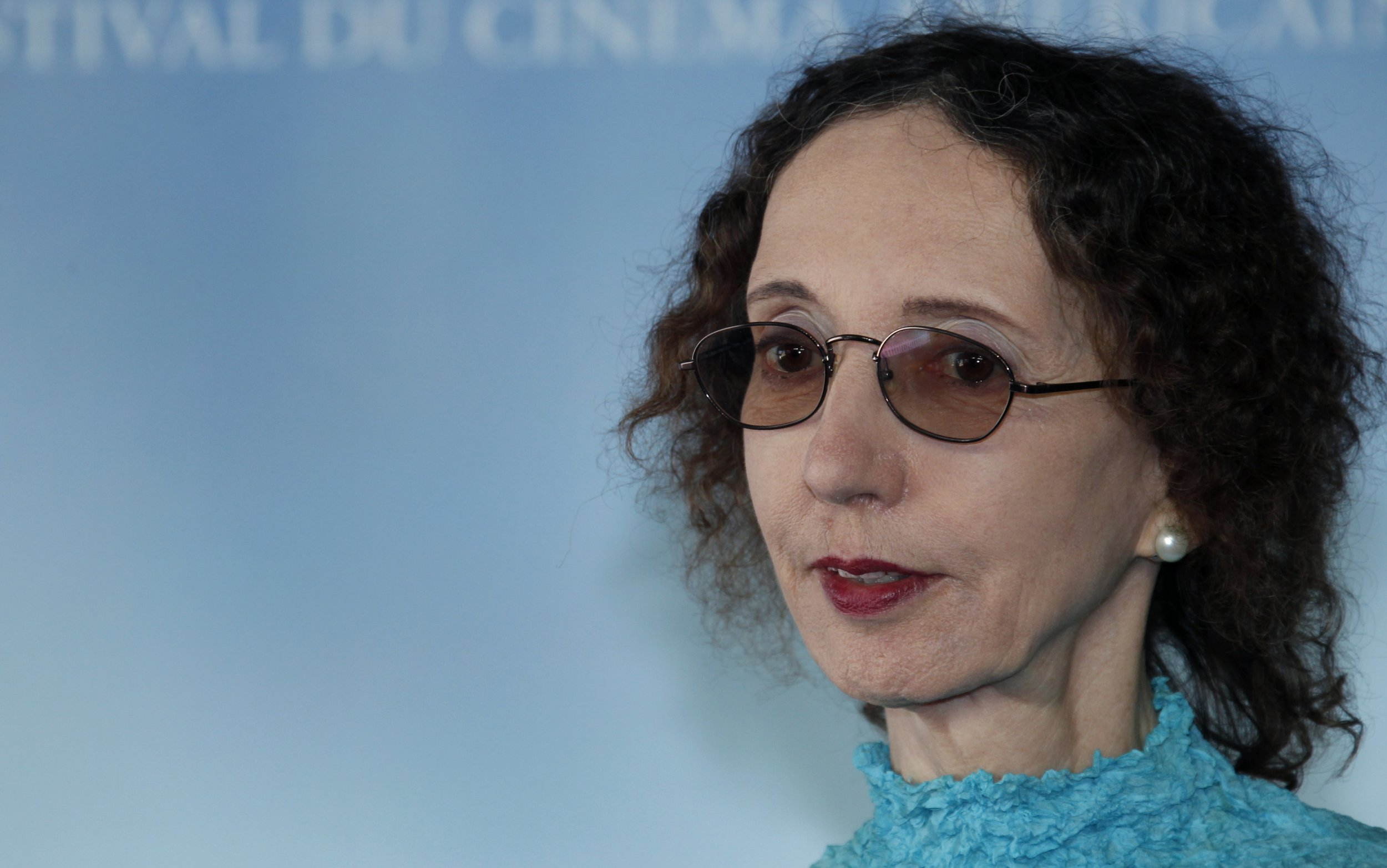 Joyce Carol Oates Says She Was Joking About Those Poor Dinos