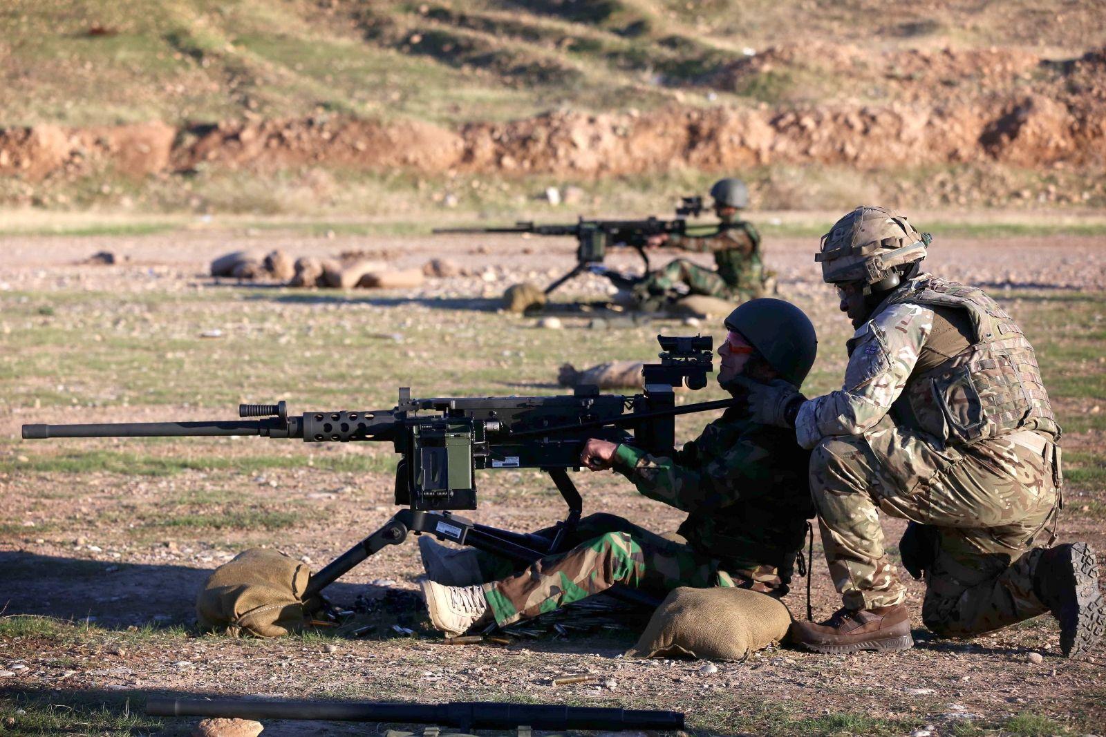 British troops instruct peshmerga fighters