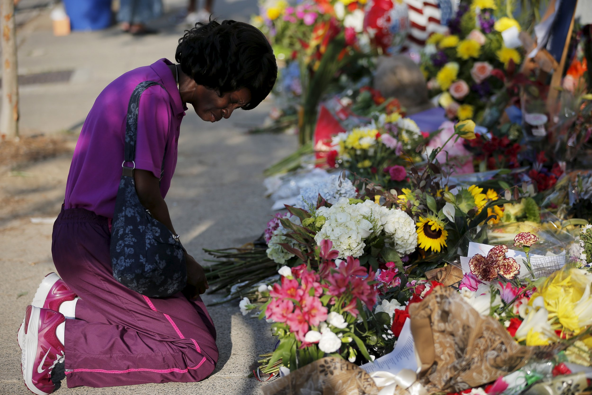Christ Church Shooting Hd: Mourners Gather In Charleston After Church Shooting