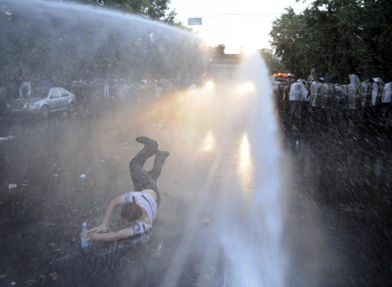 2015-06-23T153802Z_335164480_GF10000136736_RTRMADP_3_ARMENIA-PROTEST