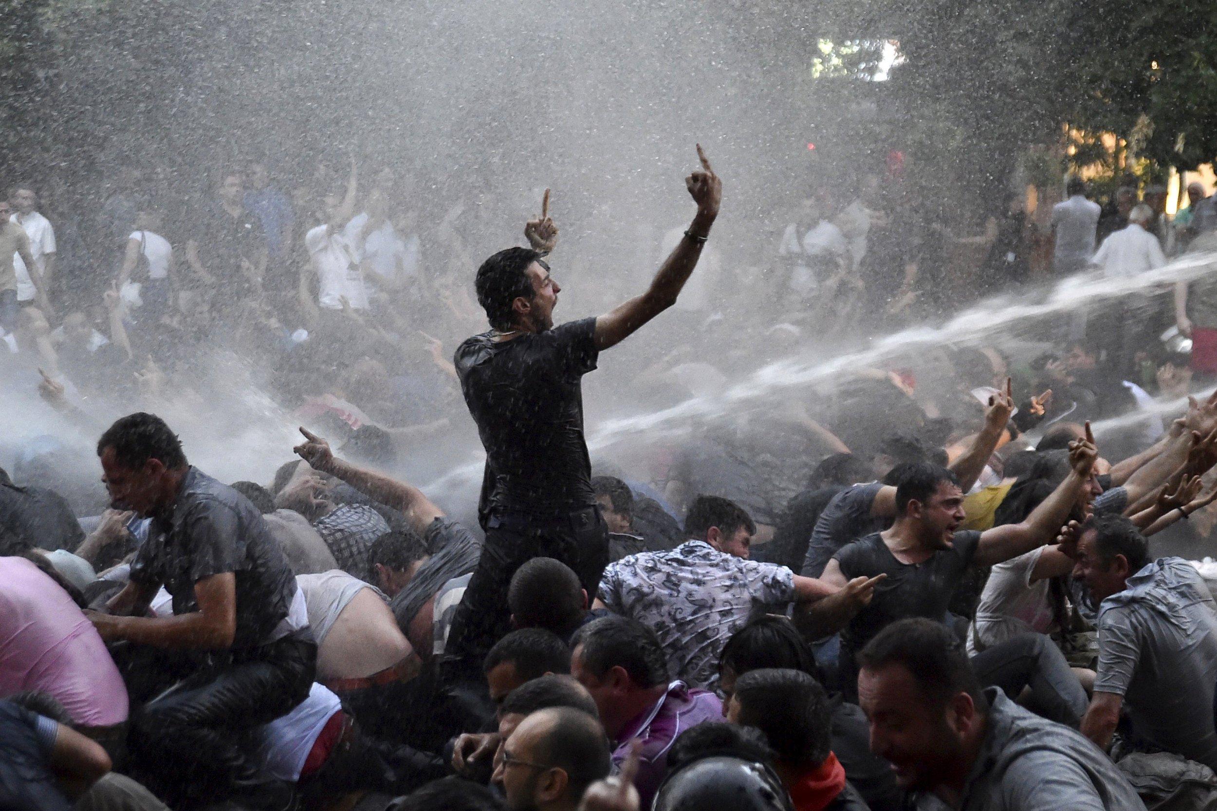 2015-06-23T072643Z_1572487530_GF10000136419_RTRMADP_3_ARMENIA-PROTEST