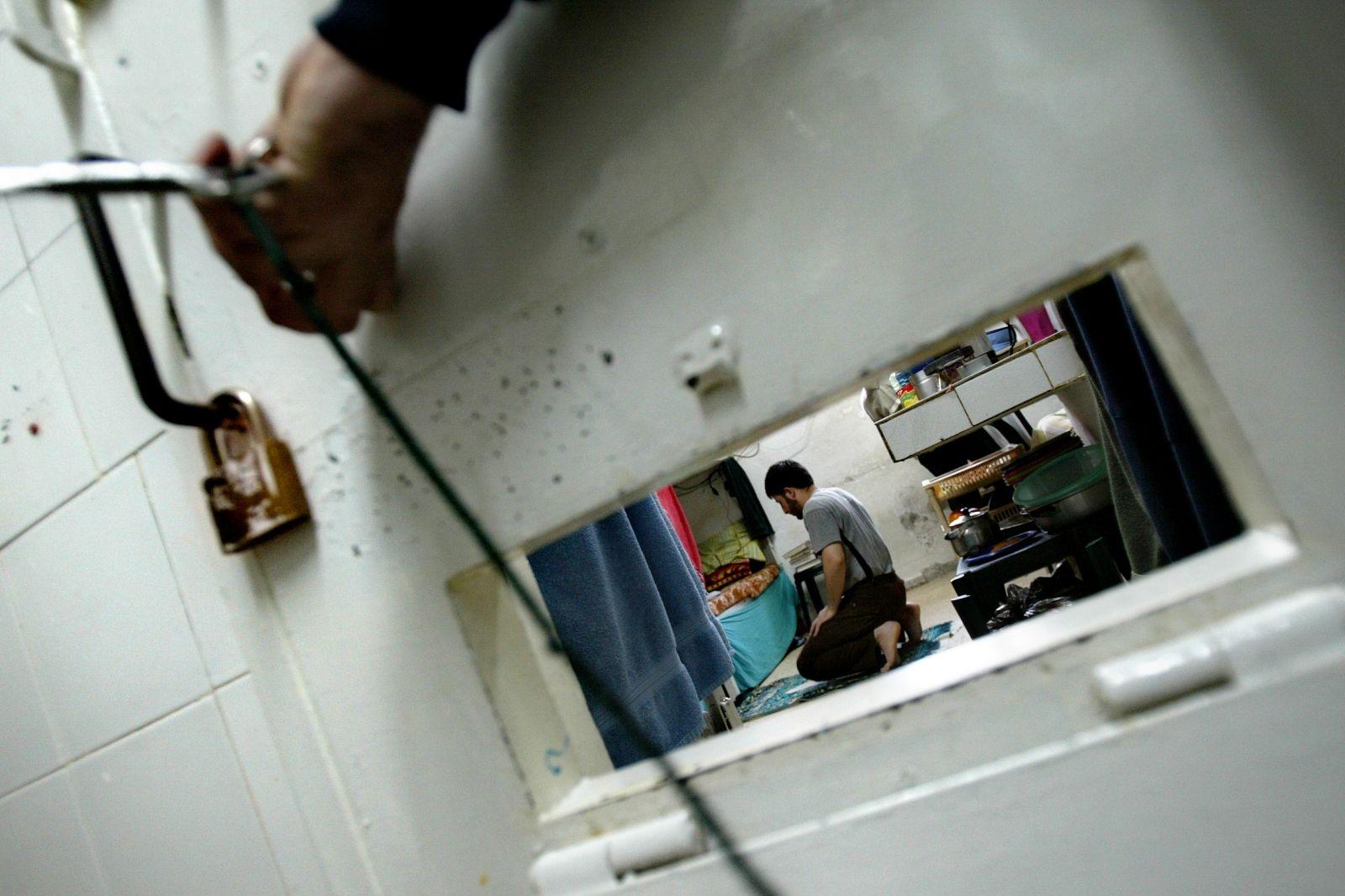 Israeli doctors resist force-feeding prisoners