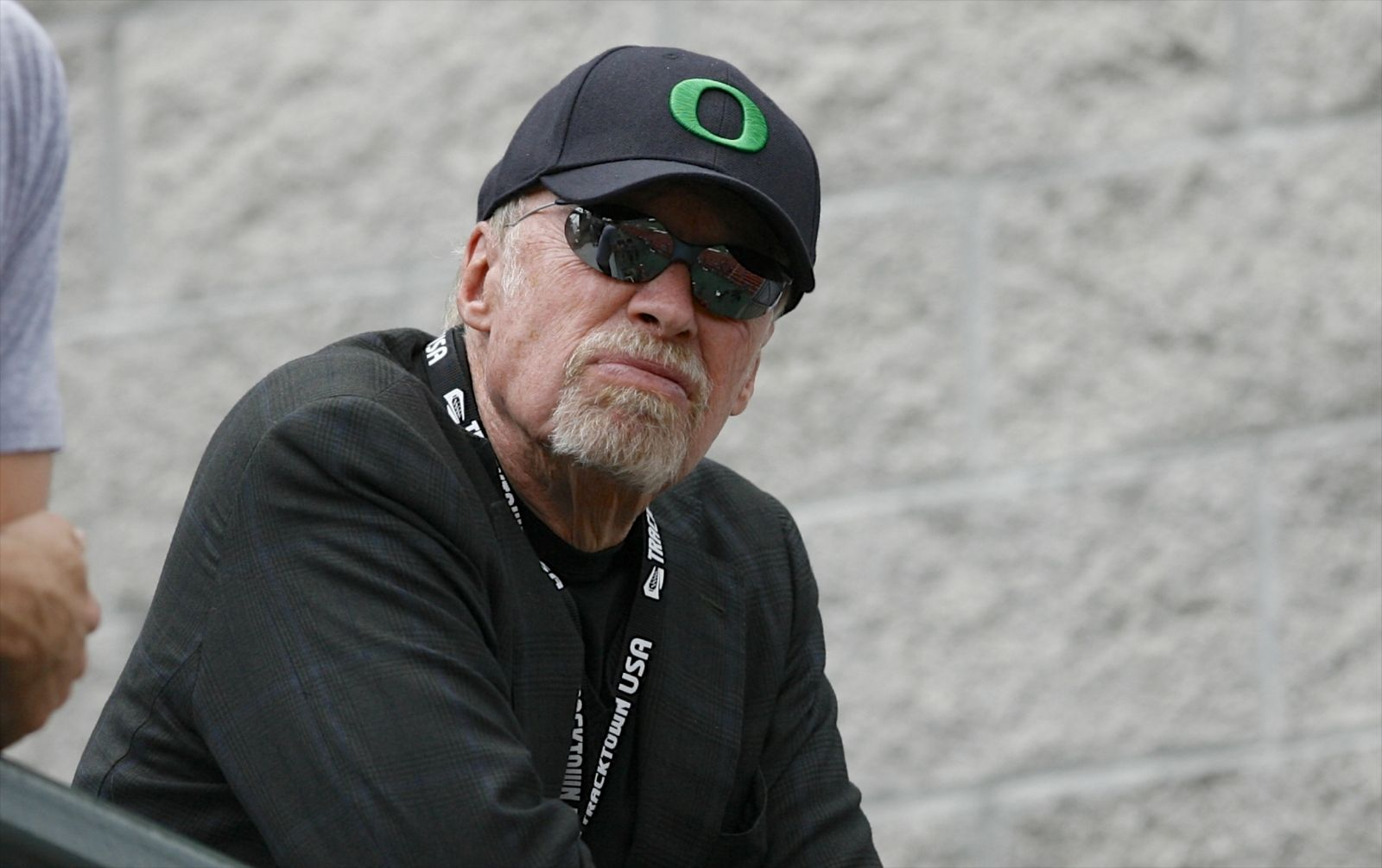 Phil Knight steps down