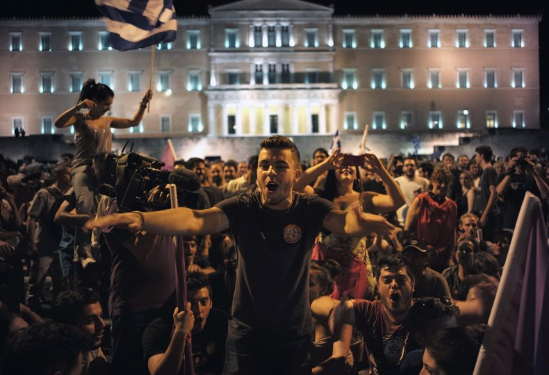 2015-07-06T090419Z_4_LYNXNPEB640LB_RTROPTP_4_EUROZONE-GREECE