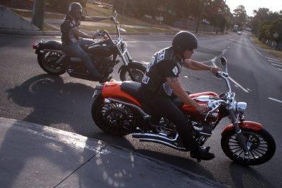 07_07_motorcycle_gang_01