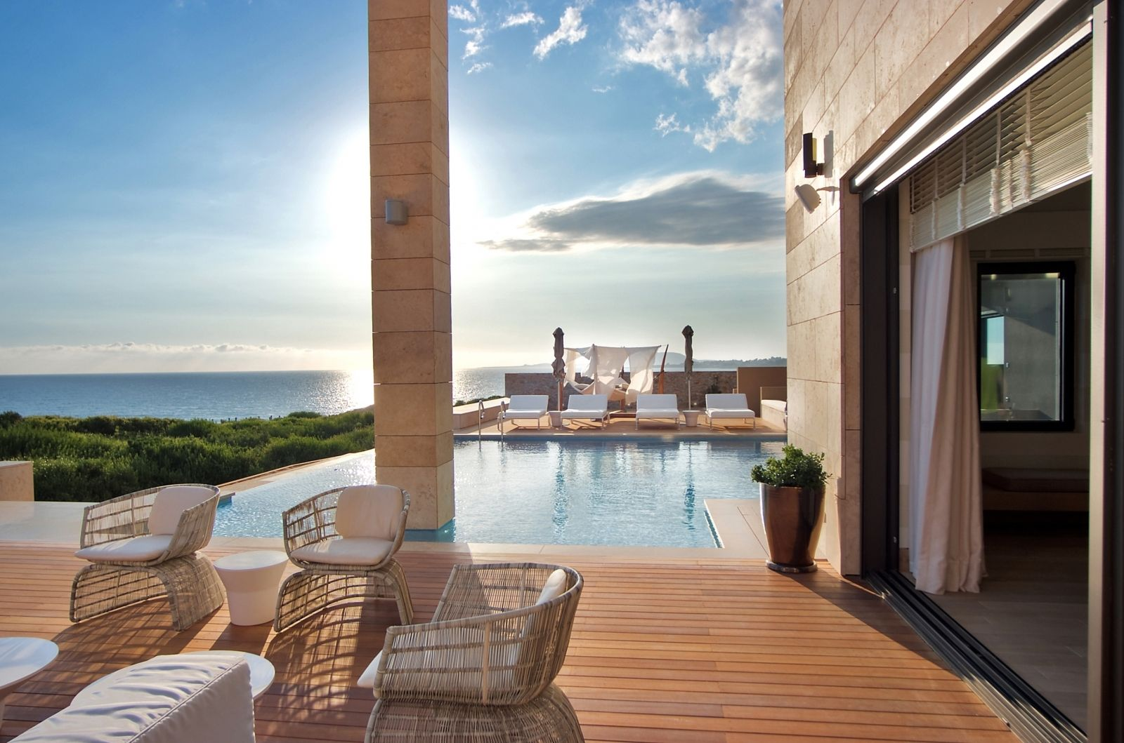 Russians buying luxury Greek villas