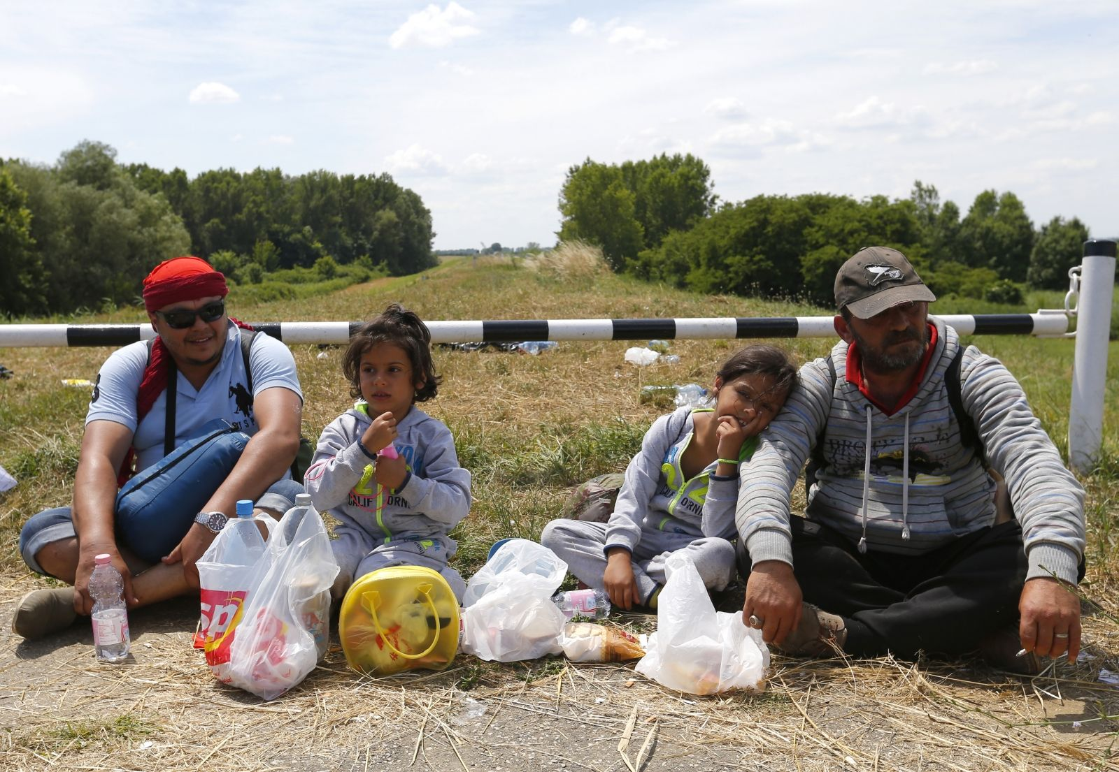 Syrian migrants at Hungarian-Serbian border