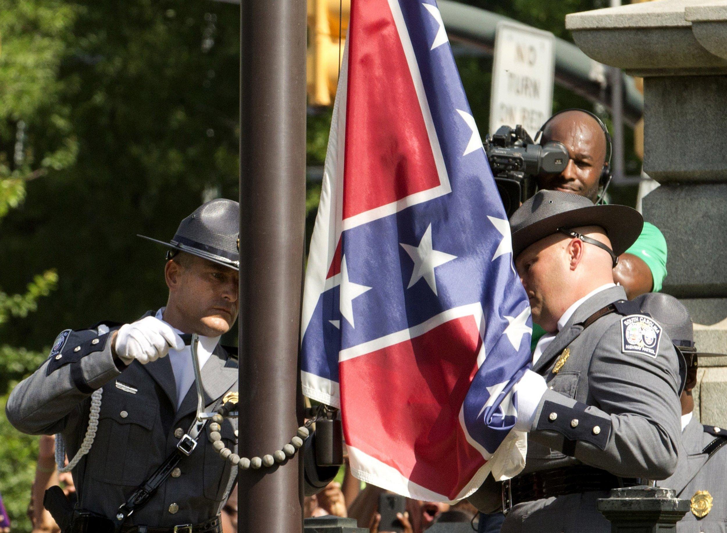 Carolina'daki parlamento binasının önünde bulunan konfederasyon bayrağı, 10 Temmuz'da kalıcı olarak indirildi