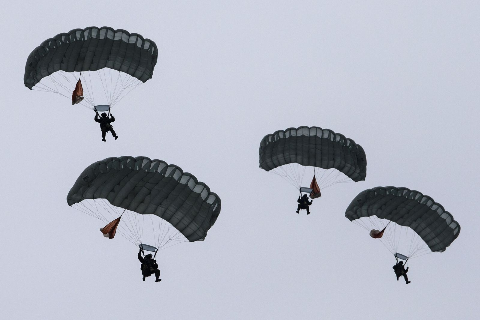 Russian paratroopers near Baltic border