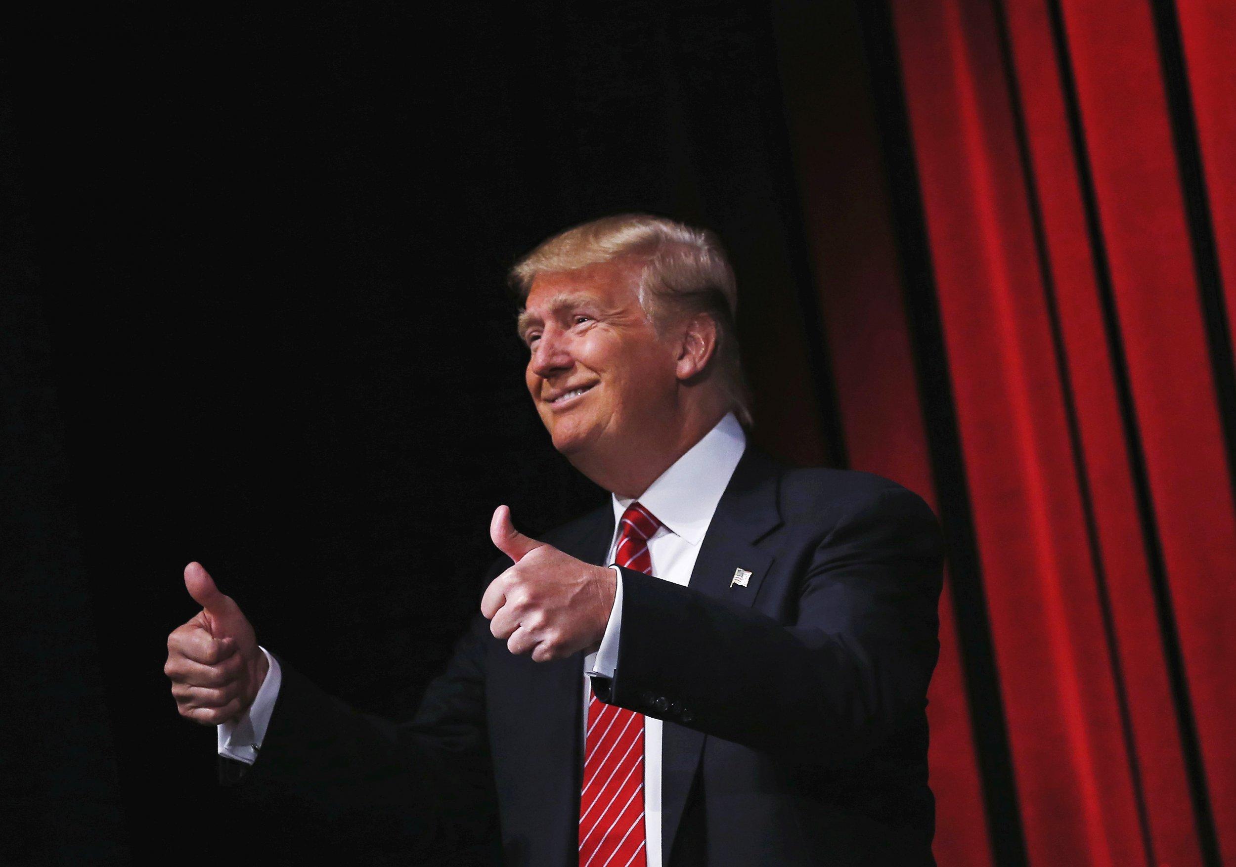 thumbs up trump