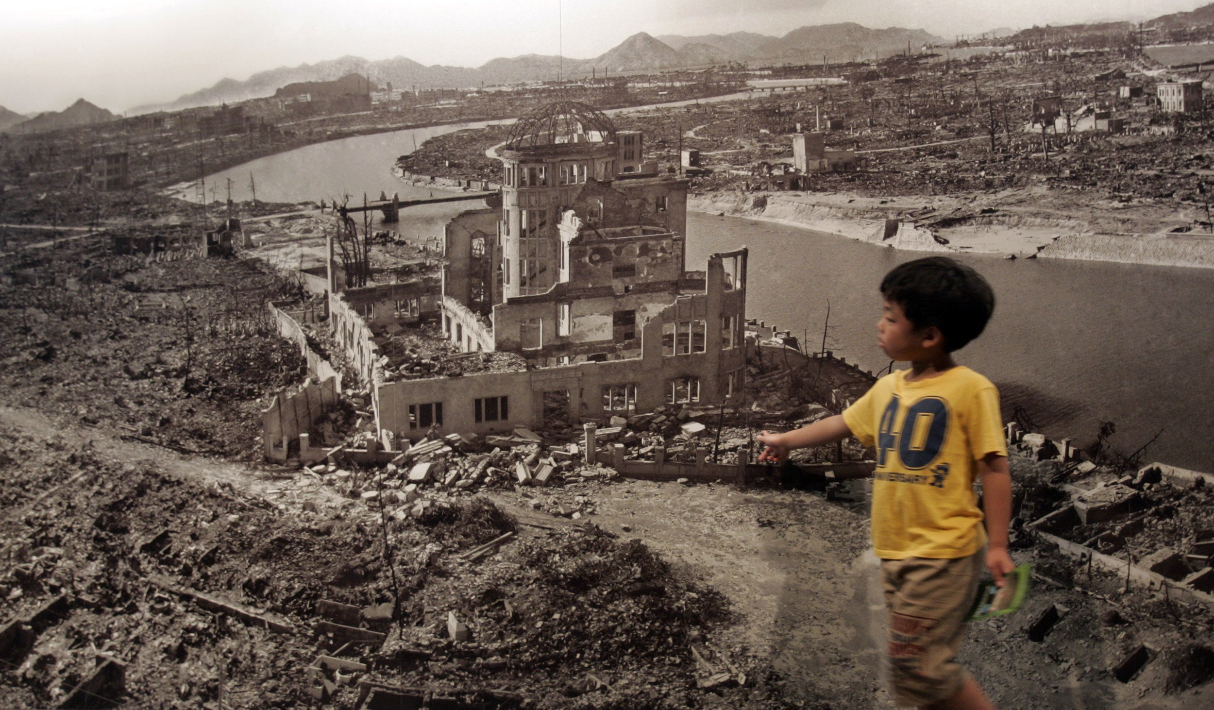 The After-Effects of The Atomic Bombs on Hiroshima & Nagasaki