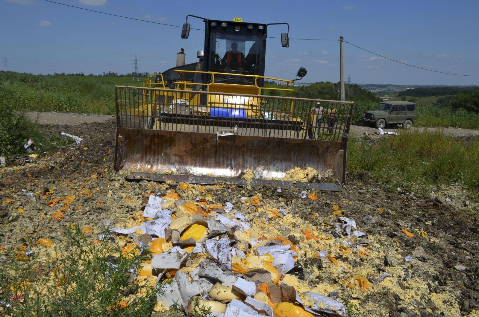 Russia destroys seized food