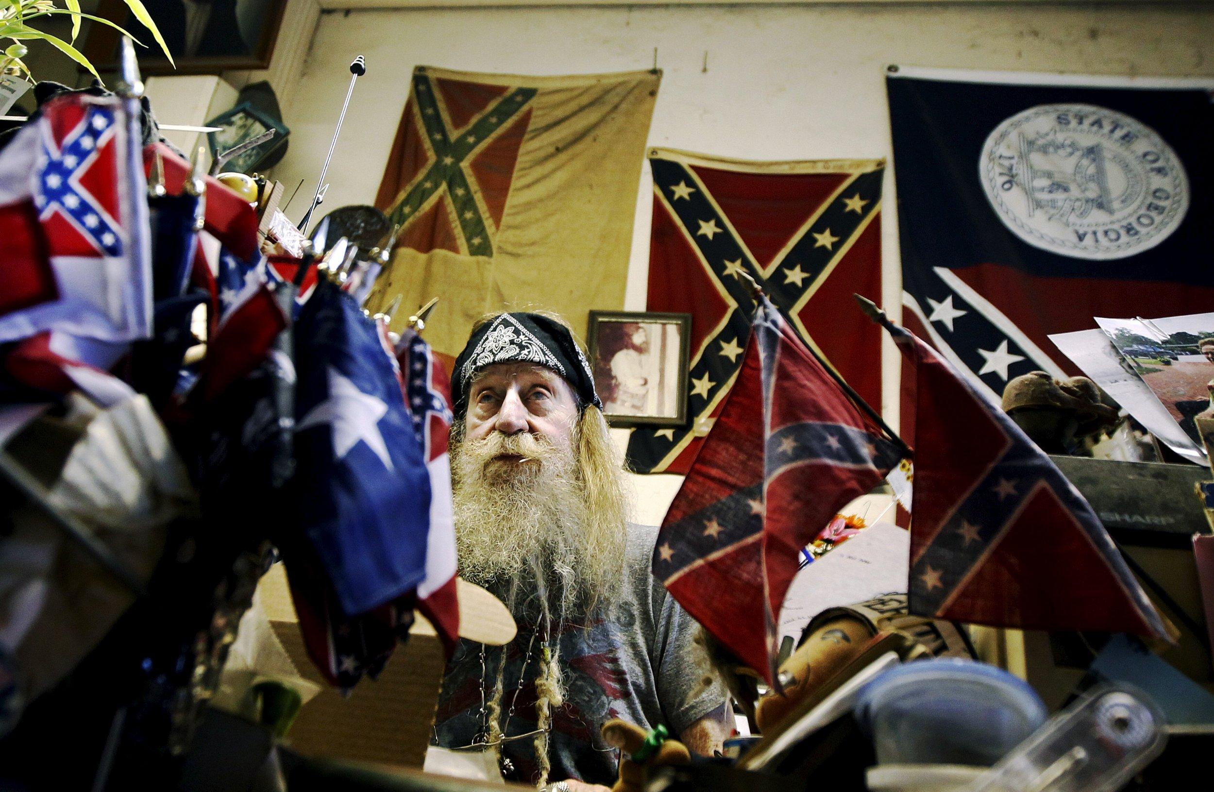 8_10_2015_Confederate_Flags