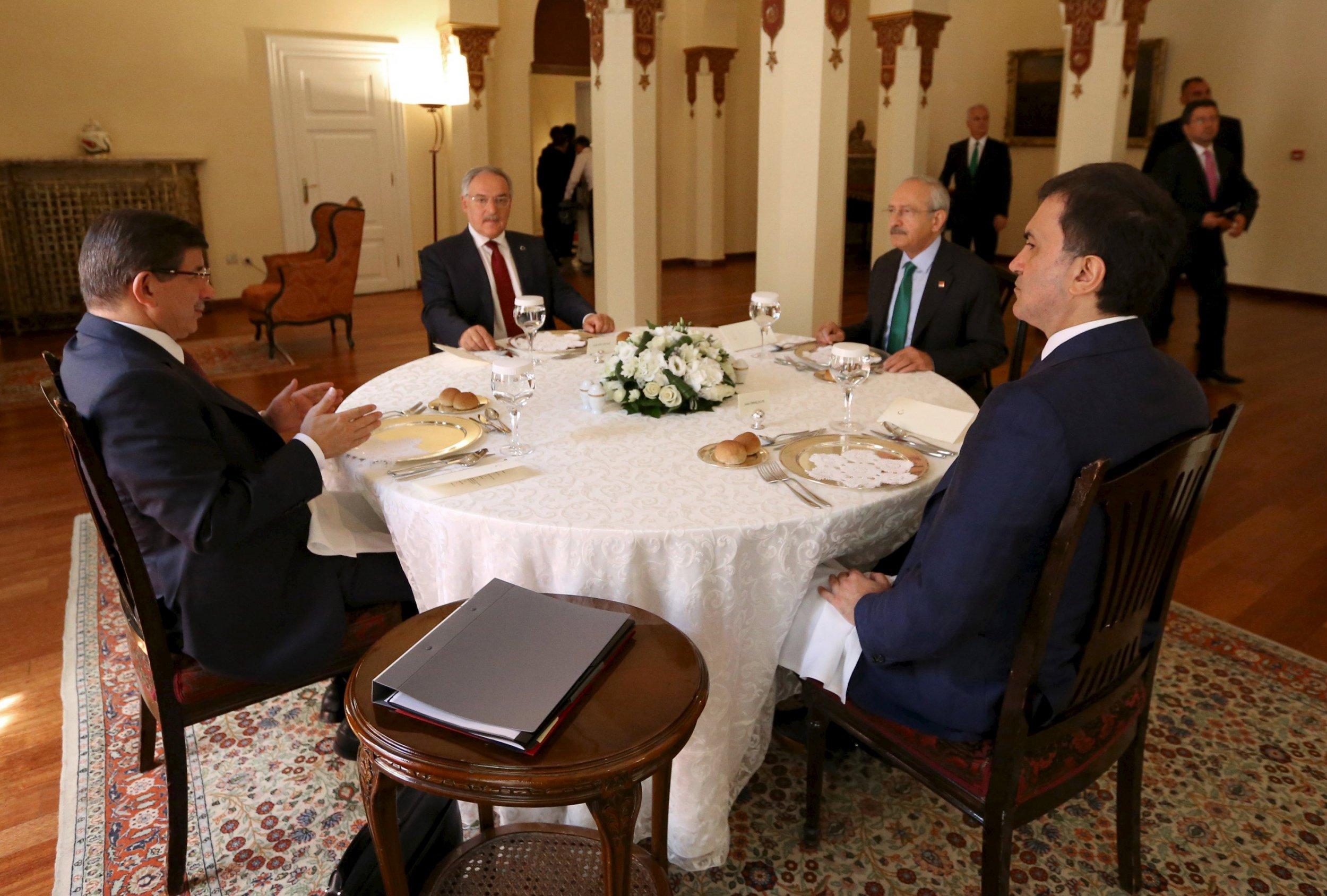 2015-08-13T194519Z_2_LYNXNPEB7C0RM_RTROPTP_4_TURKEY-POLITICS