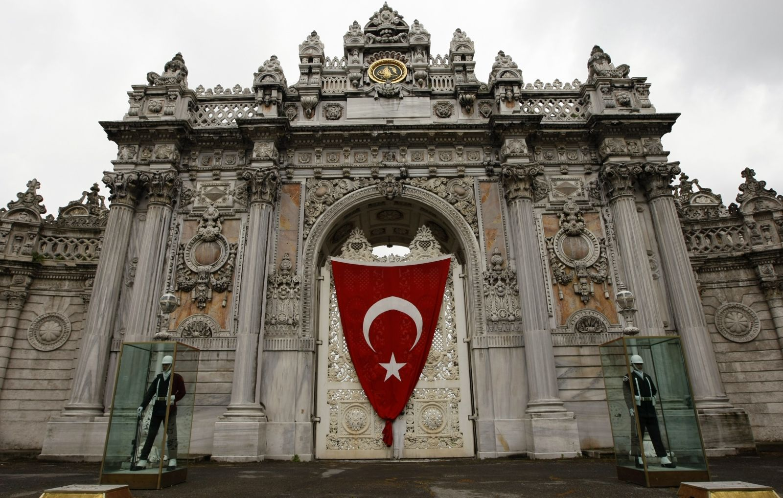 Dolmabahce palace shooting