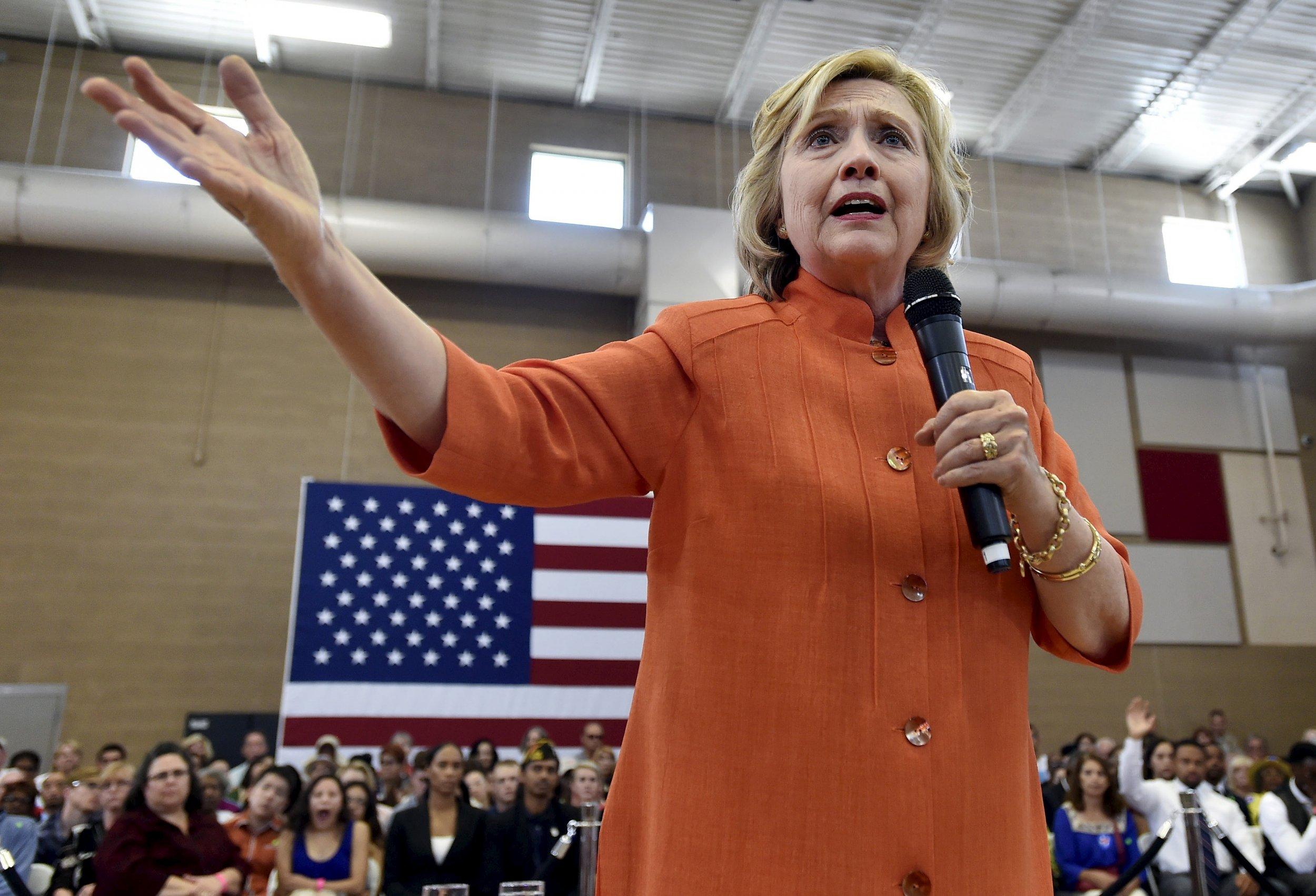 0826_Hillary_Clinton_guns_01