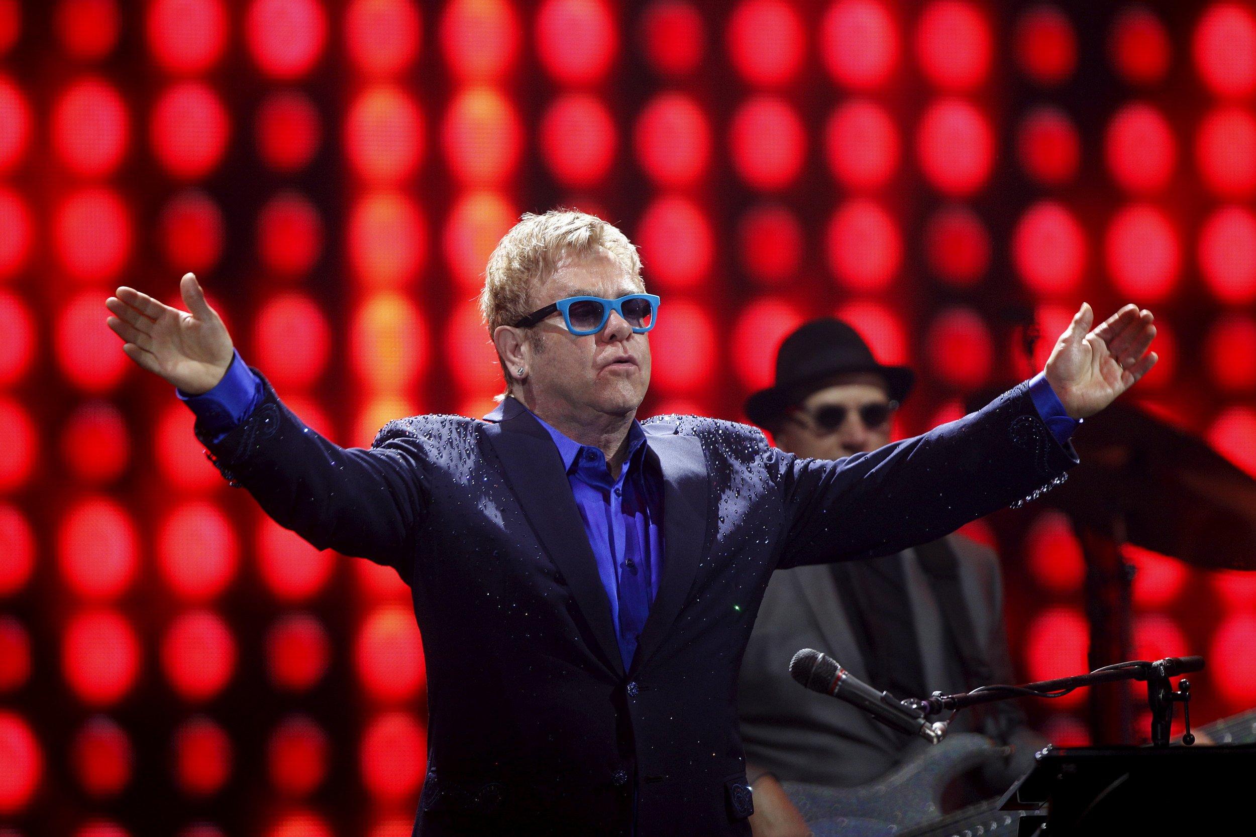 8/29_Elton_John