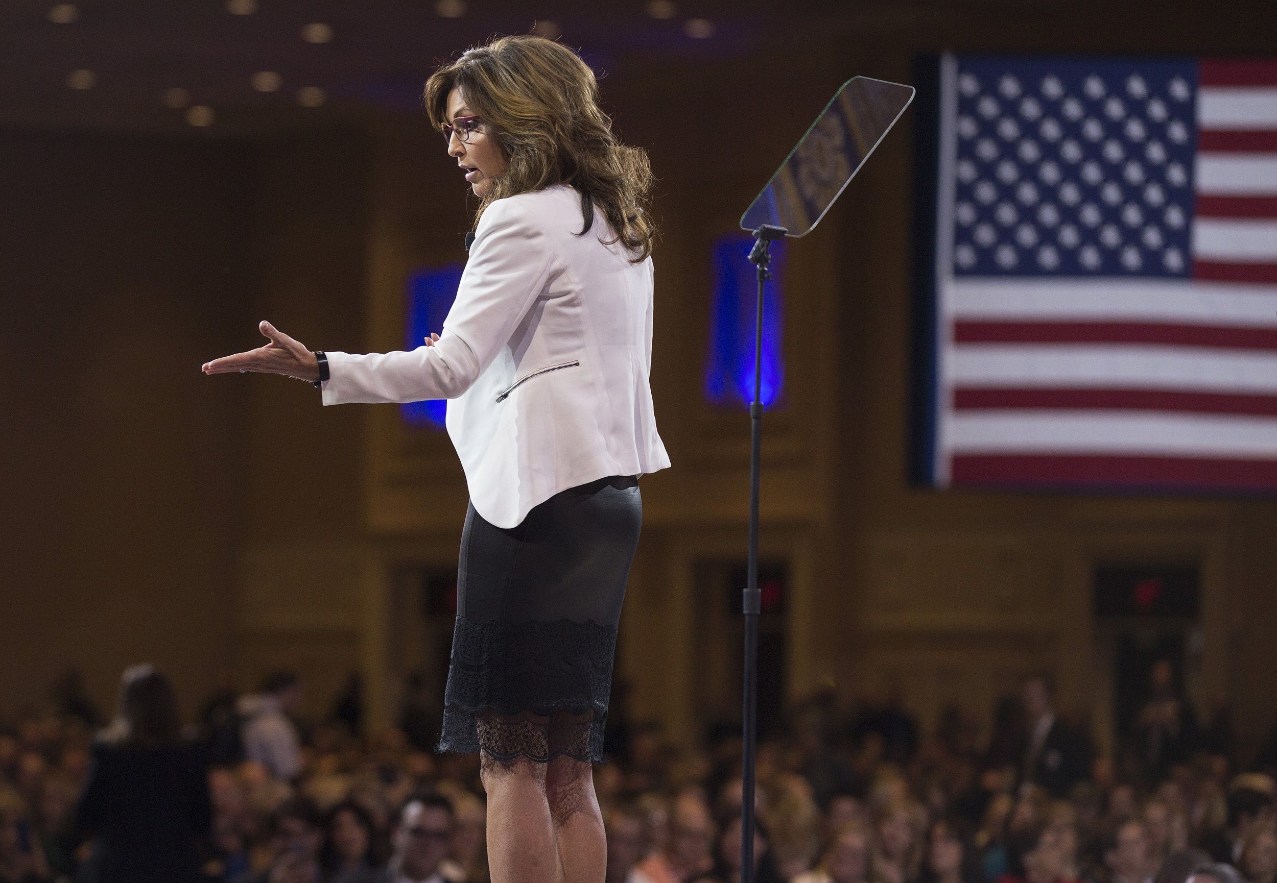 Sarah Palin Says Immigrants to U.S. Should 'Speak American'
