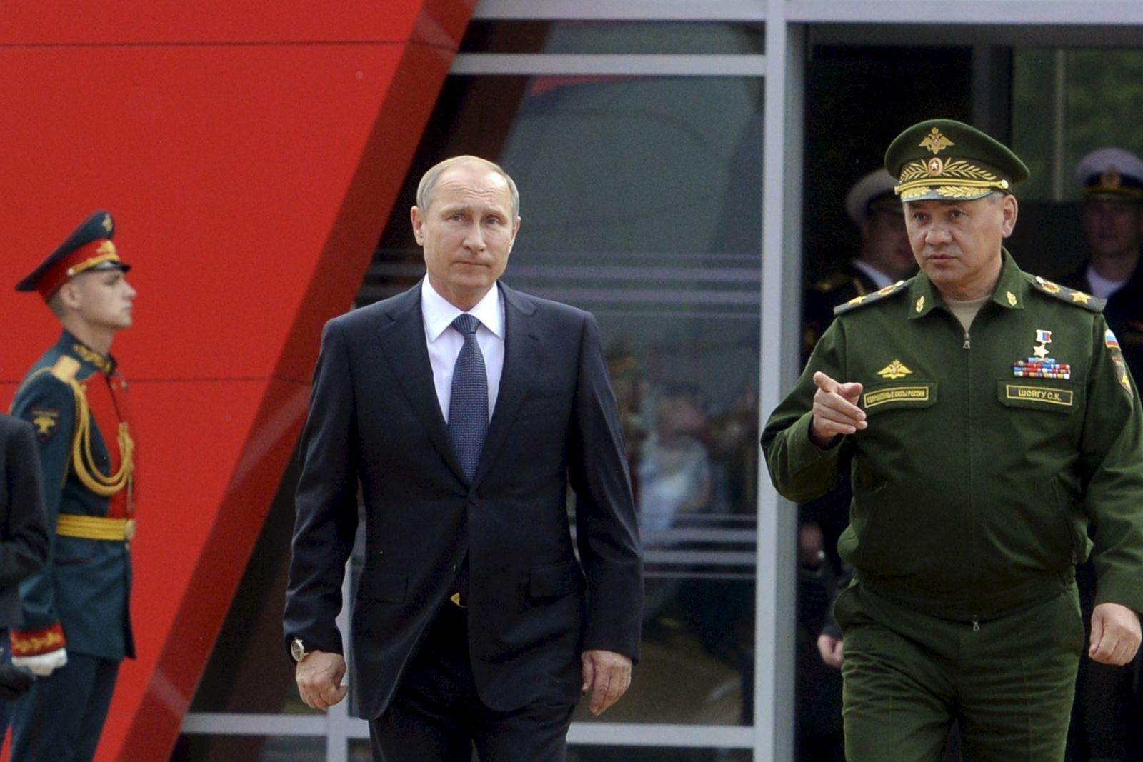 Putin orders snap drills