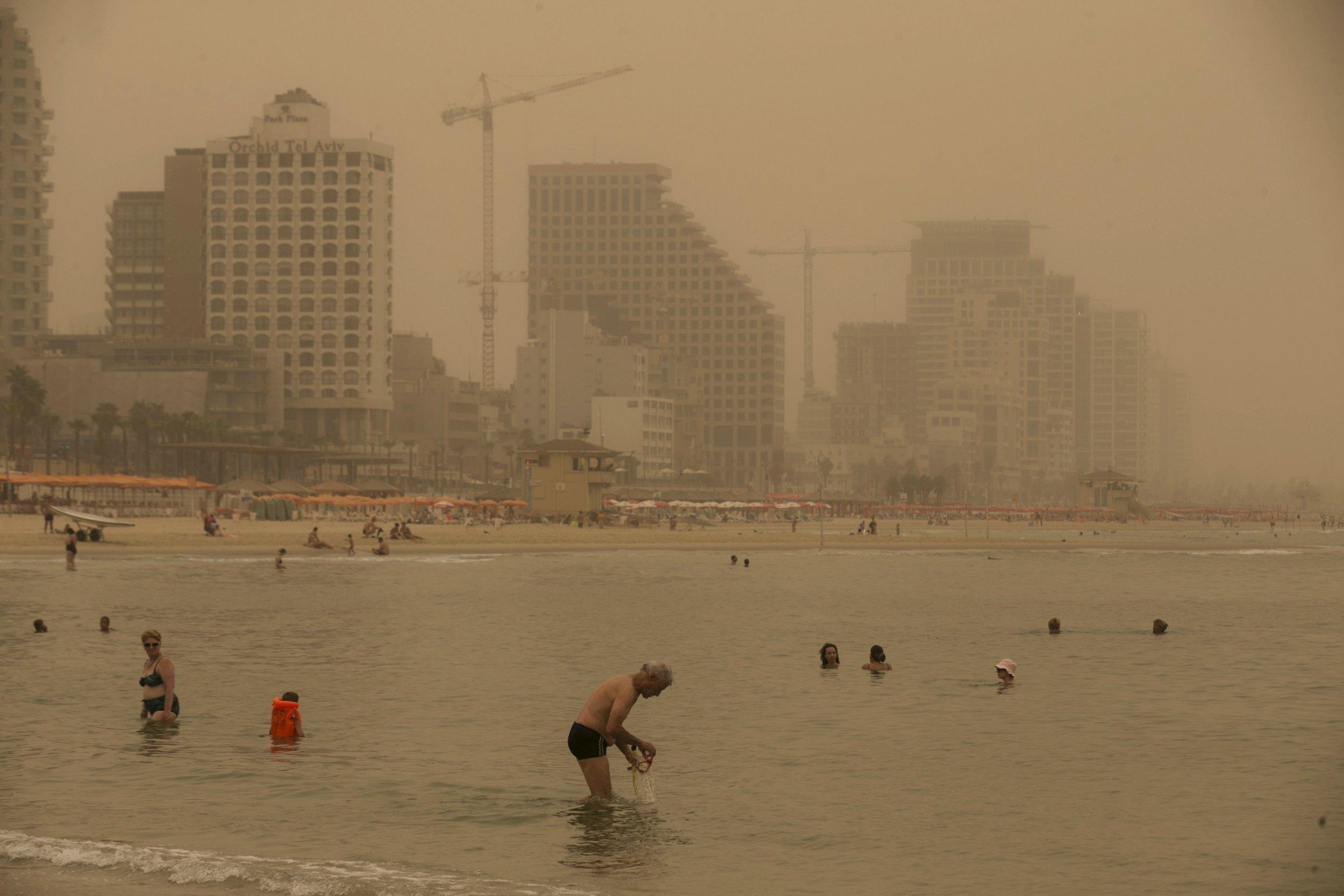 09_14 Israel Sandstorm Refugees