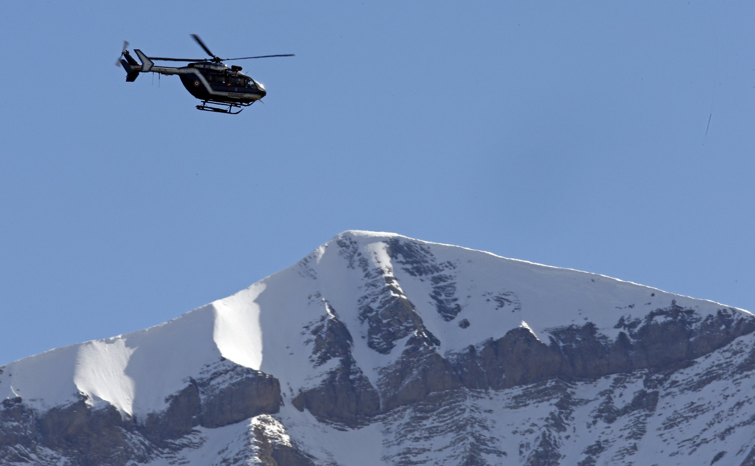 0915_French_Alps_avalanche_01