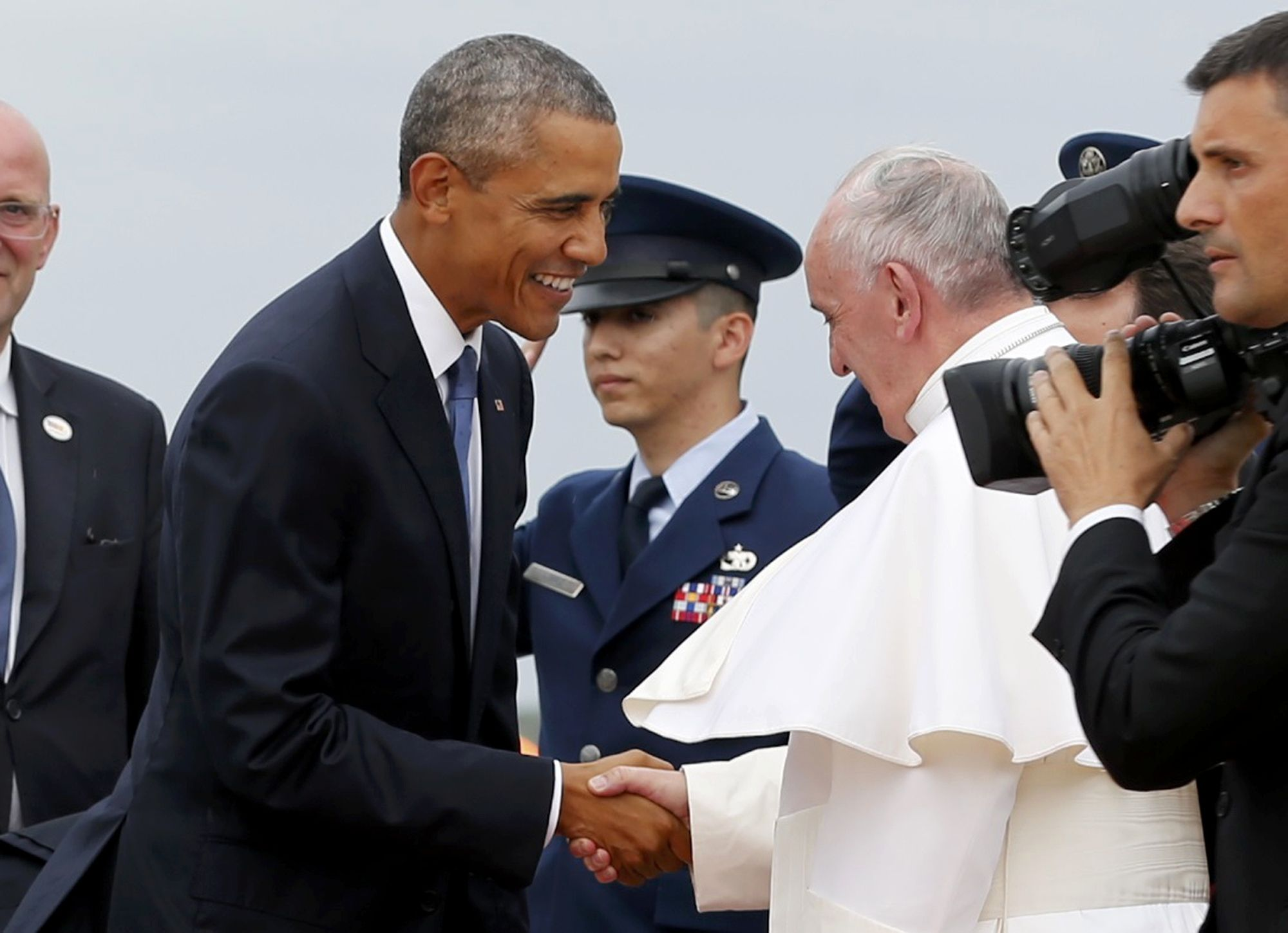 President Obama shakes hands with the pope