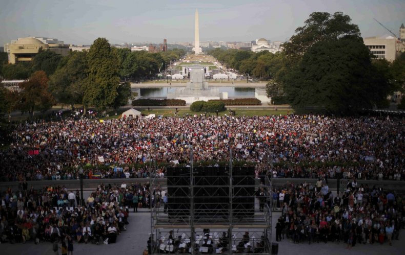 crowd packs west lawn to see the pope