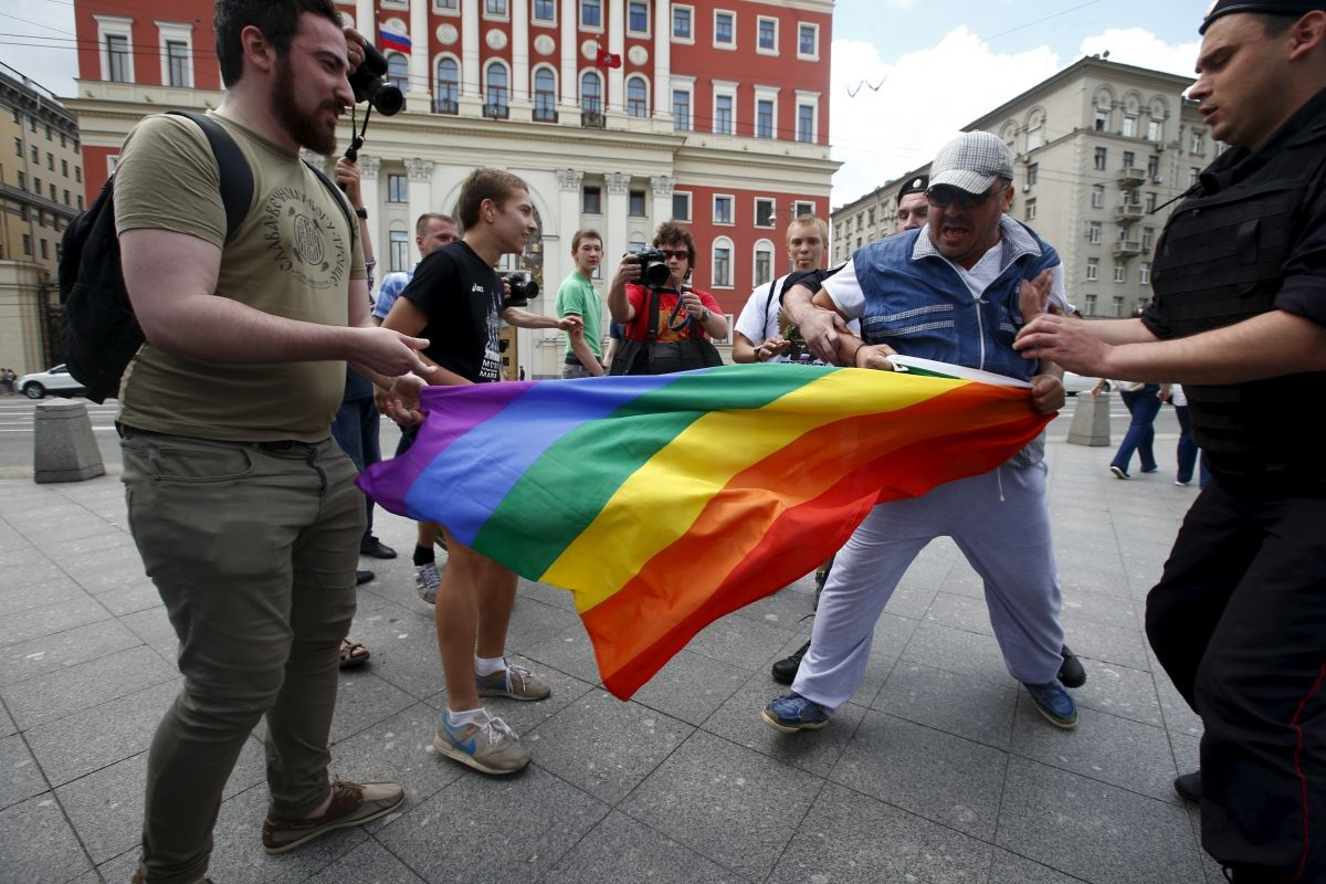 Russia anti-gay protesters