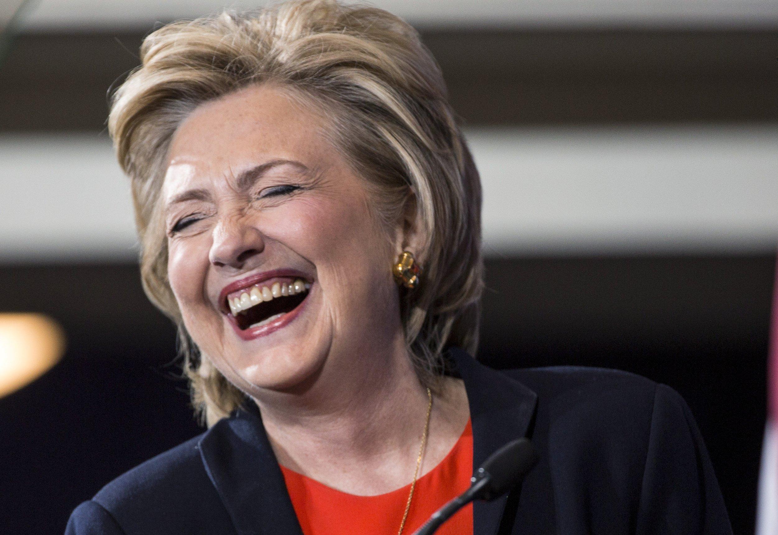 Hillary Clinton Plays Bartender On 39 Snl 39 Season Premiere