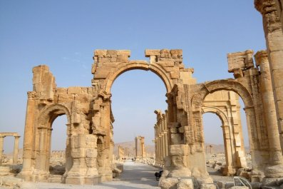 Islamic State blows up Arch of Triumph