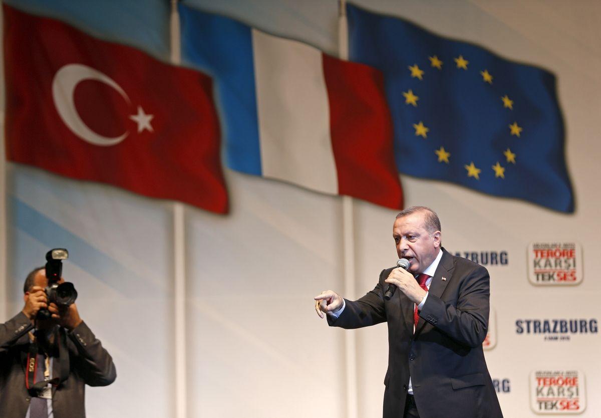 Erdogan to discuss refugee crisis