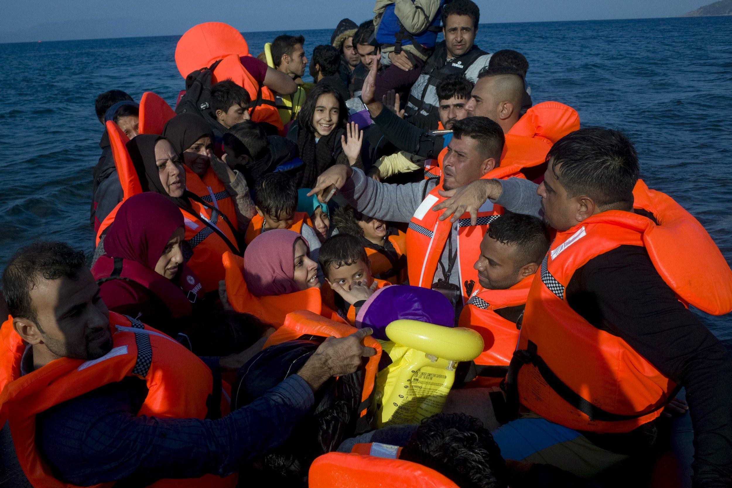1006_refugee_boat
