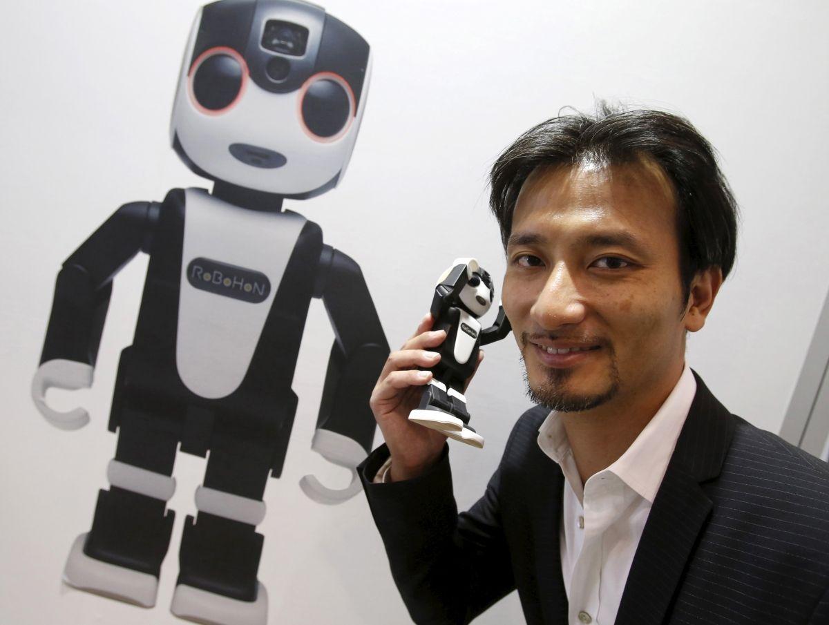 Robohon Tomotaka Takahashi