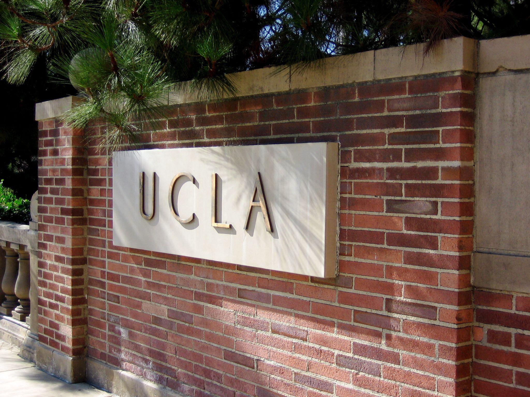 10_09_UCLA_01