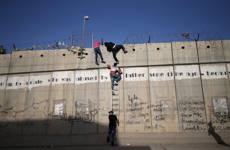 1009_palestineisraelwall