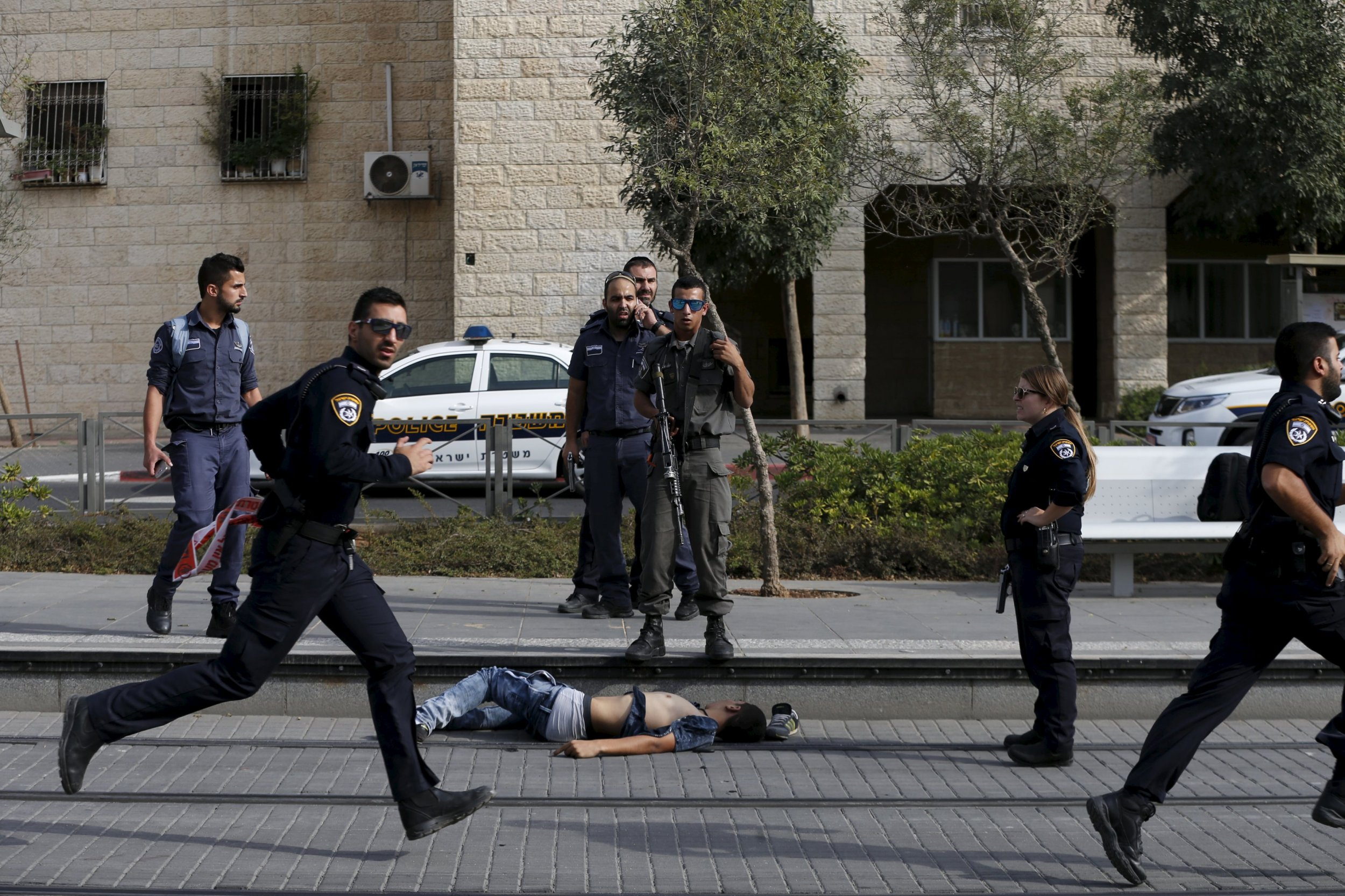 10_12_israel_stabbings_01