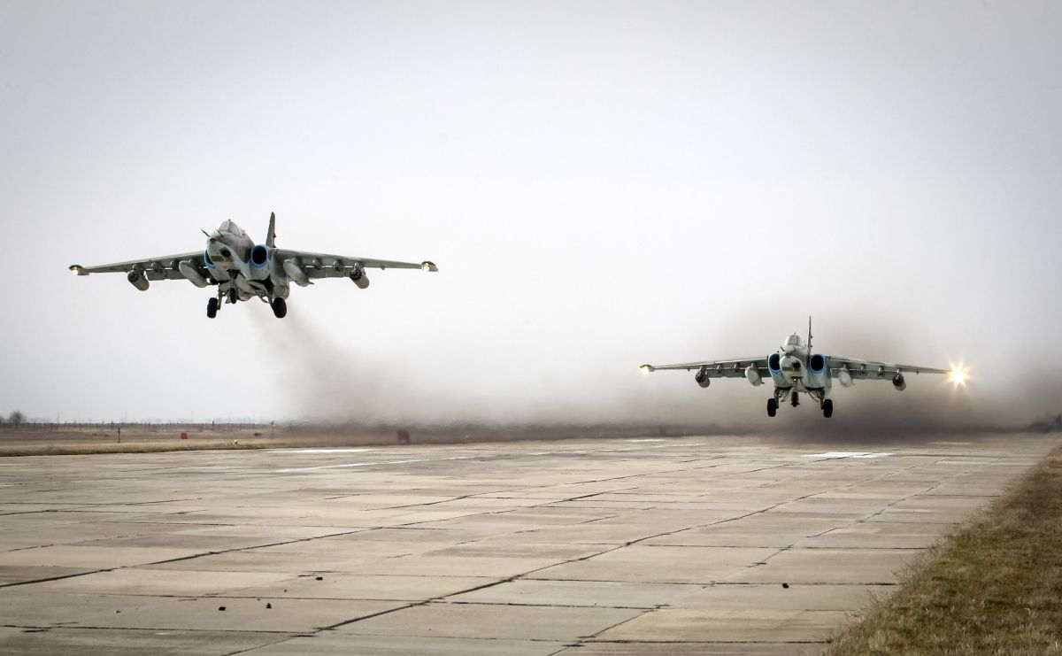 Russia cluster bombs Syria