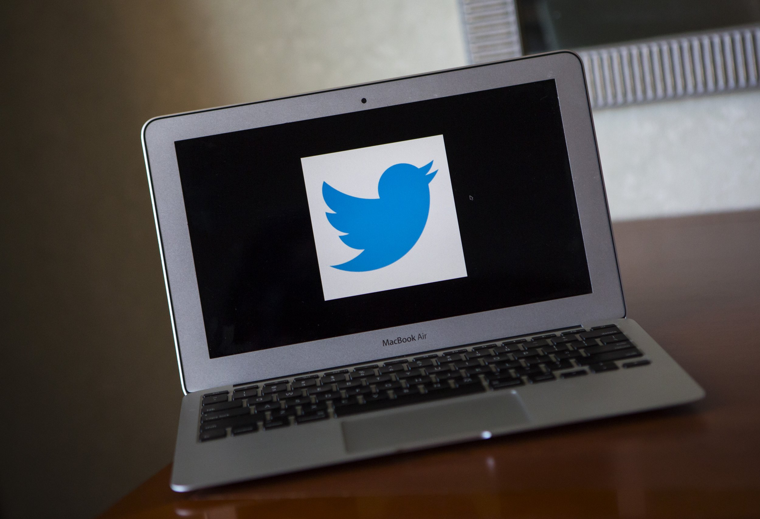 twitter suspends sports site Deadspin