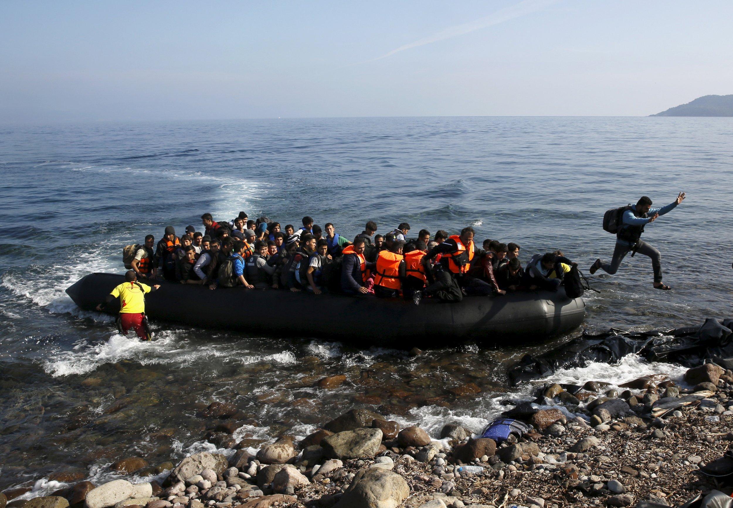 10_19_migrants_01