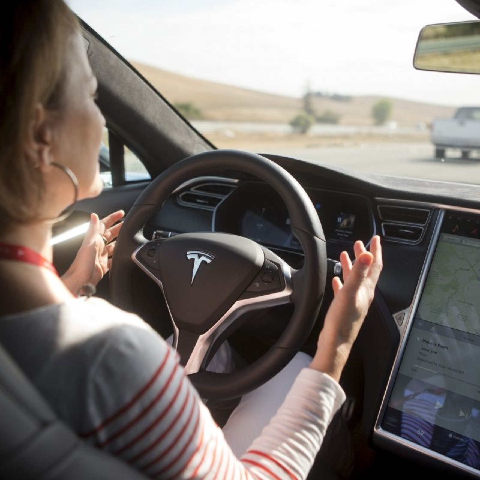 What Happens When You Take Your Hands Off the Wheel of a Tesla Car in 'Autopilot' Mode?