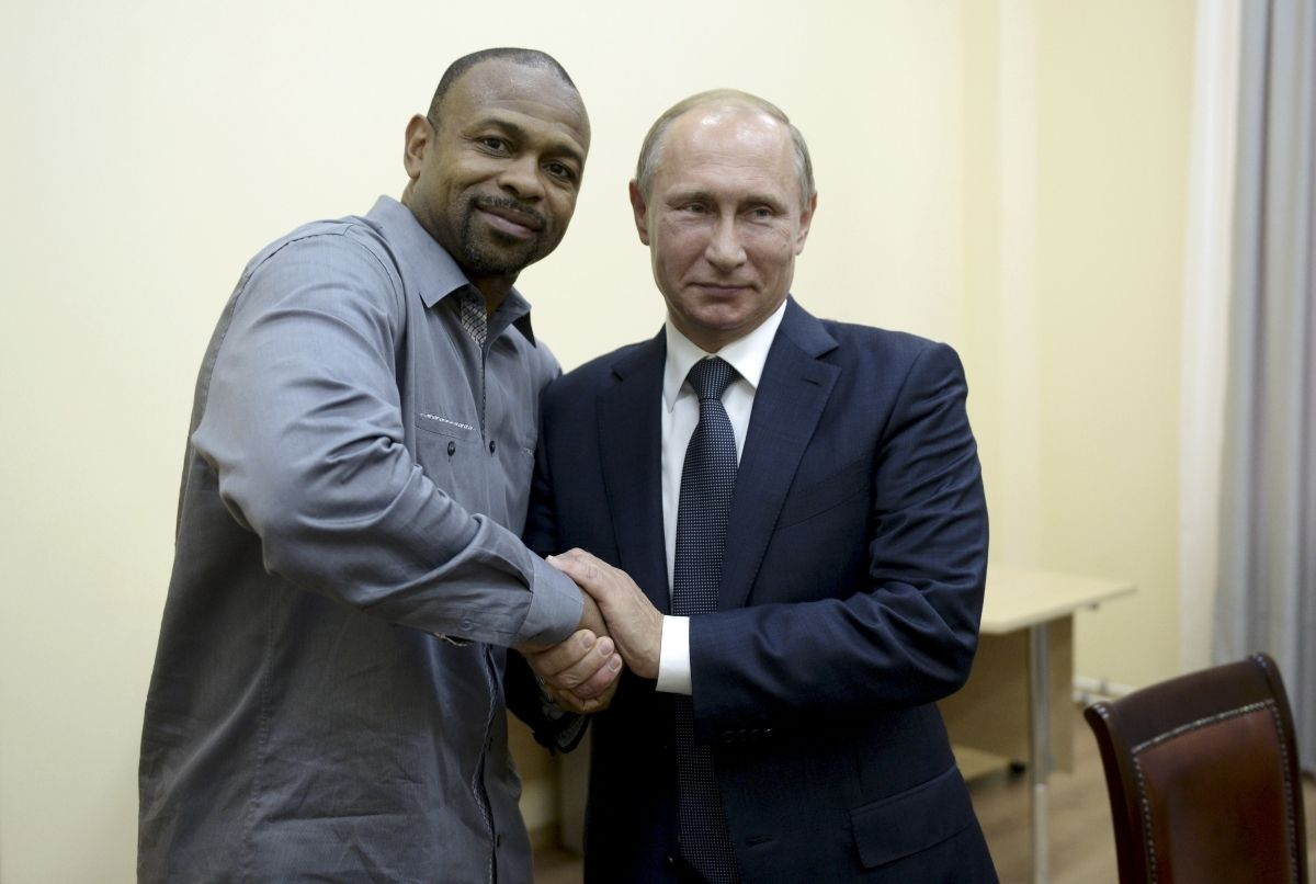 Roy Jones becomes Russian citizen