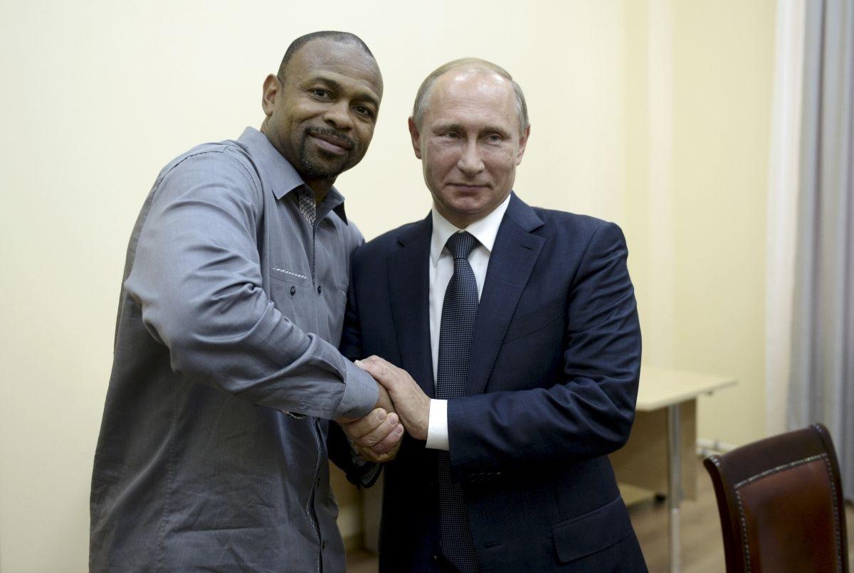 Roy Jones becomes Russian citizen