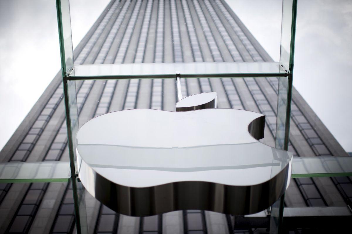 Apple announces record-breaking sales